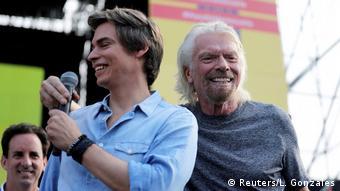 O πολυεκατομμυριούχος Ρίτσαρντ Μπράνσον με καλλιτέχνες από τη Λατινική Αμερική και στη συναυλία με τίτλο «Venezuela Aid Live»