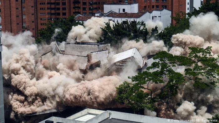 Implosão do edifício Mônaco demorou apenas três segundos