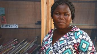 Benin, Abomey-Calavi - Im Märchenunterricht bauen Kinder sogar Stress ab, findet Lehrerin Claudette Nongandé Zovedi