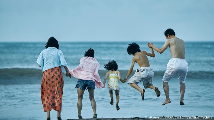 Filmstill | Shoplifters directed von Hirokazu Koreeda (picture-alliance/dpa/Stringer/Imaginechina)
