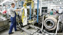Deutschland | Waschmaschinenproduktion bei der BSH Bosch und Siemens Hausgeräte GmbH