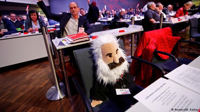 BDDT Die Linke Parteitag Karl Marx Puppe (Reuters/W. Rattay)