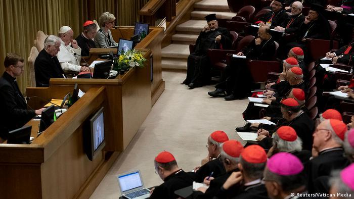Plenário da cúpula no Vaticano sobre proteção de menores na Igreja
