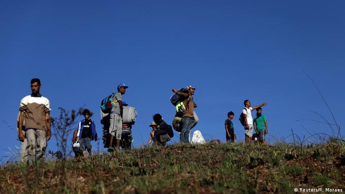 Refugiados estão tentando que cruzar fronteira com o Brasil por rotas clandestinas