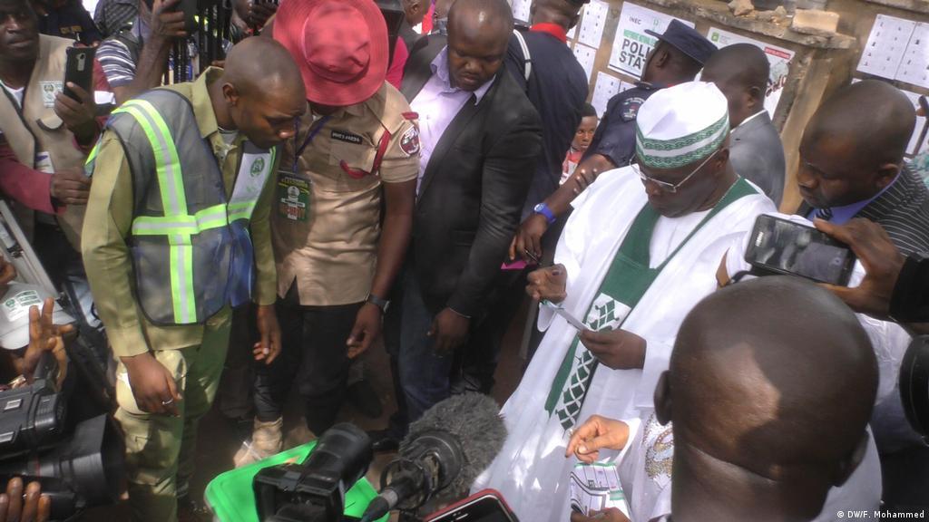 Kura zaanza kuhesabiwa Nigeria | Matukio ya Kisiasa | DW | 23 02 2019