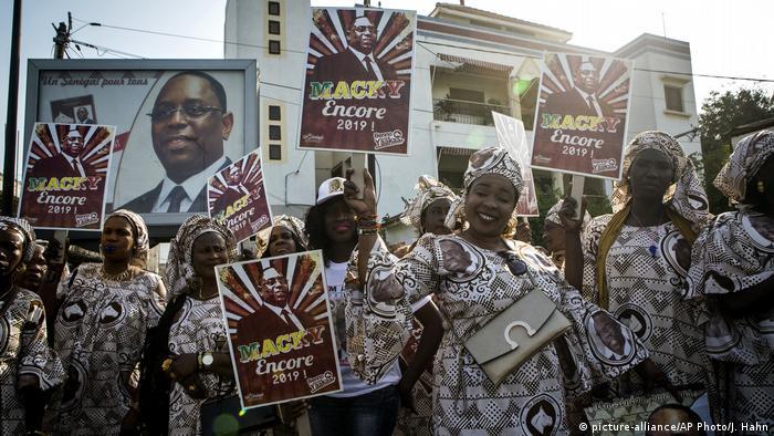 Anhängerinnen Macky Salls im Wahlkampf