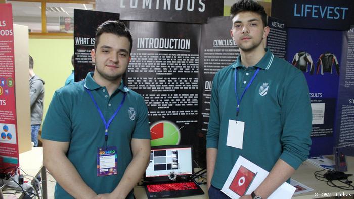 Bosnien und Herzegowina Richmond-Park-Schule in Sarajevo | Nedim (L) und Hamza (R) (DW/Z. Ljubas)