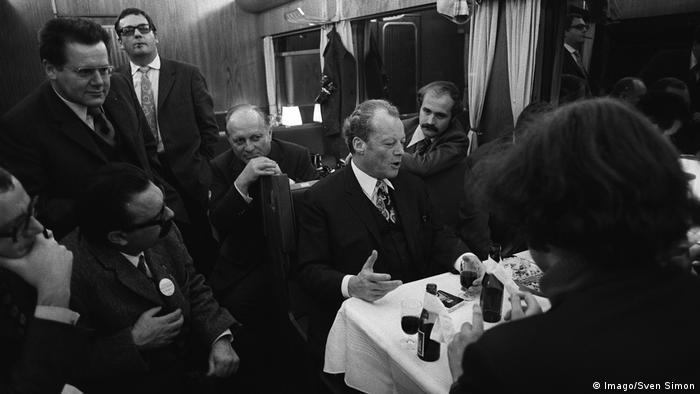 Bundeskanzler Willy Brandt Wahlkampfreise im Sonderzug (Imago/Sven Simon)
