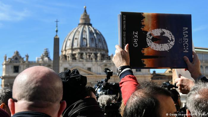 Vatikan Missbrauchsgipfel Proteste von Opfern (Getty Images/AFP/V. Pinto)