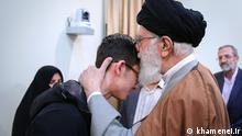 Arien Gholami, weigert sich in ein Schach Turnier gegen israelische Meister spielen. Er darf jetzt Ayatollah Khamenei besuchen