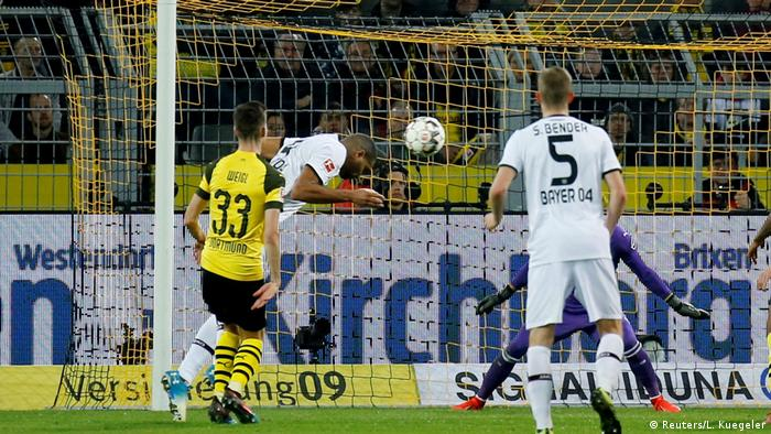 Fußball Bundesliga Borussia Dortmund v Bayer Leverkusen Tor Tah 3:2