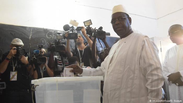 Macky Sall bei der Stimmabgabe