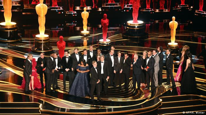 Cast and crew of 'Green Book' accept the Best Picture award onstage during the 91st Annual Academy Awards (AFP/K. Winter)