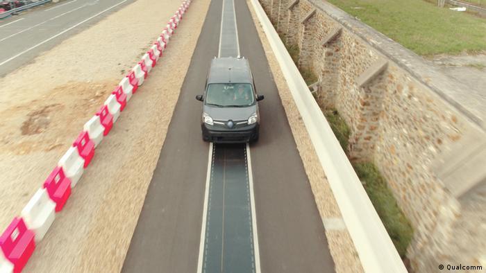 Renault und Qualcomm haben eine Teststrecke gebaut in Frankreich, wo E-Autos während der Fahrt aufgeladen werden sollen. Mobiles induktives Laden bei der Elektromobilität (Qualcomm)