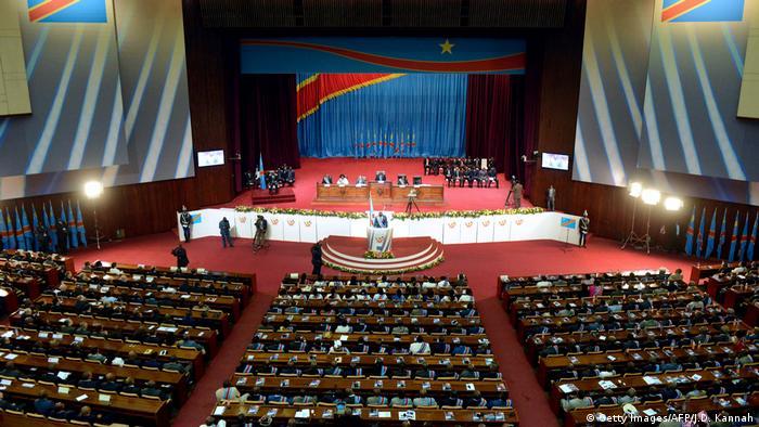 DR Kongo Parlament außen in Kinshasa
