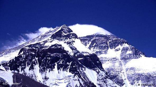 Windfahne am Mount Everest (Foto: DW/Stefan Nestler)