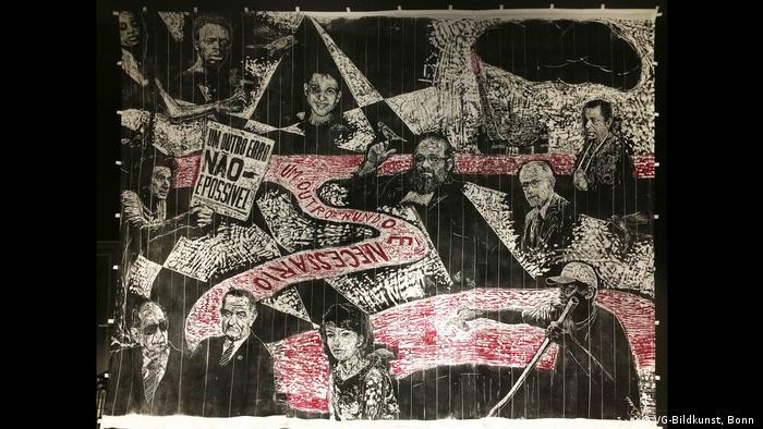 Demonstration mit Flugblättern und Transparenten mit globalisierungskritischem Inhalt
