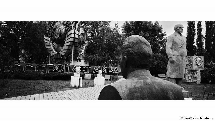Парк искусств Музеон в Москве - музей скульптуры соцреализма под открытым небом.