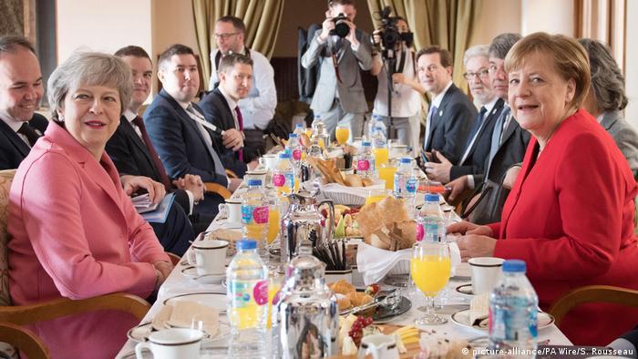 Ägypten Sharm el Sheikh Gipfel von EU und Arabische Liga | Theresa May und Angela Merkel (picture-alliance/PA Wire/S. Rousseau)