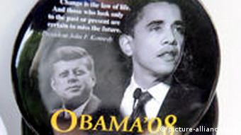 Buttons with the images of Barack Obama and former US President John F. Kennedy