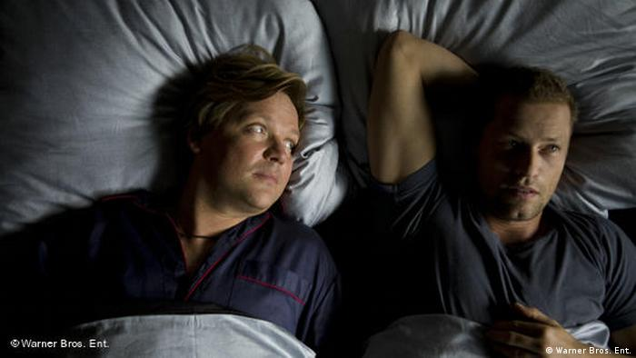Film scene of Männerherzen by Simon Verhoeven/ Til Schweiger and Justus von Dohnanyi in a bed (Warner Bros. Ent.)