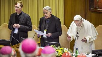 Vatikan Bischofsgipfel Missbrauchskandal | Hans Zollner, Federico Lombardi und Papst Franziskus
