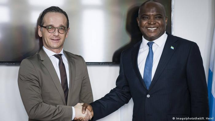 German Foreign Minister Heiko Maas shakes hands with his Sierra Leone counterpart, Alie Kabba