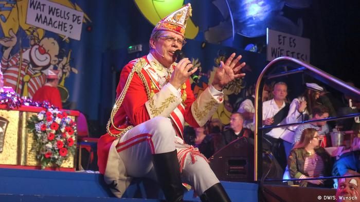 Rote Funken president Heinz Günther Hunold during one of the Canival shows (DW/S. Wünsch)