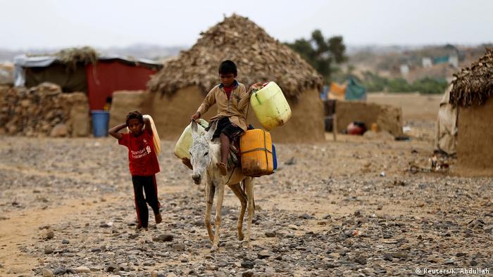 También hay un aumento del trabajo infantil entre los refugiados. Cuanto más tiempo dure la huida, mayor será la probabilidad de que los niños tengan que trabajar. Tienen que buscar nuevas formas de sobrevivir, ya que sus familias han perdido todo durante la huida.