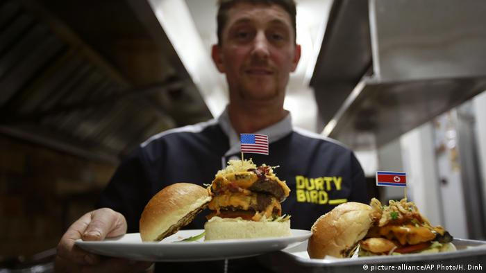 Donald Trump and Kim Jong Un inspired burgers at the Durty Bird restaurant in Hanoi (picture-alliance/AP Photo/H. Dinh)