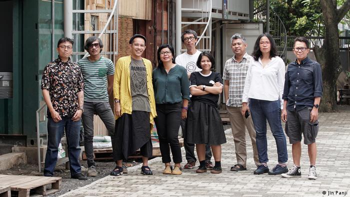 Gruppenbild des Künstlerkollektivs ruangrupa