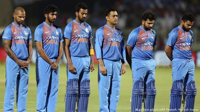 Indien Visakhapatnam Cricketspieler gedenken indischen Soldaten die bei Selbstmordattentat ums Leben kamen