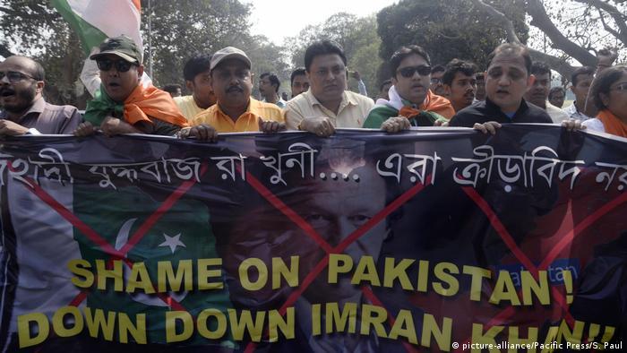 Indien - Aktivisten fordern Rücktritt des Pakistanischen Premierministers Imran Khan und mehrerer pakistanischer Cricketspieler
