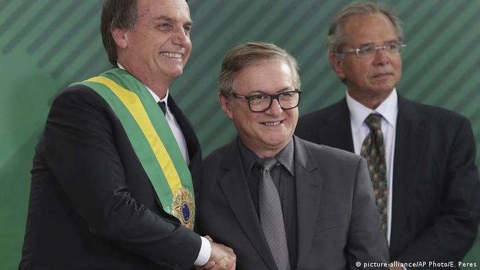 Jair Bolsonaro e Ricardo Vélez Rodriguez durante a cerimônia de posse