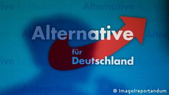 Augsburg - Alternative für Deutschland Logo mit Schattenriss von Frauke Petry (Imago/reportandum)