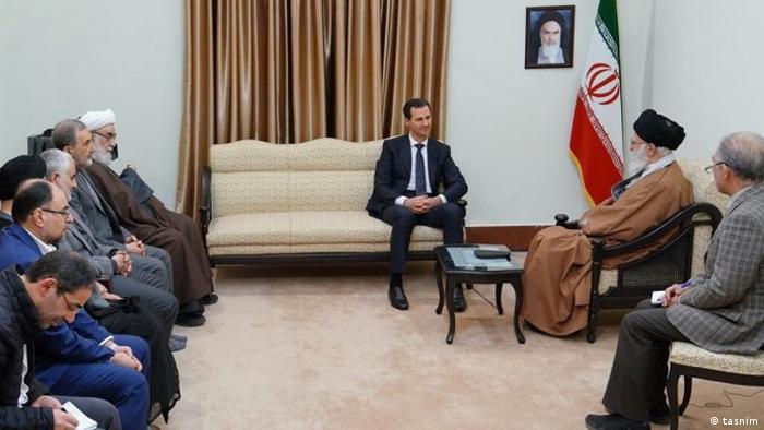 حضور قاسم سلیمانی (نفر چهارم از چپ) در ملاقات اسد و خامنهای