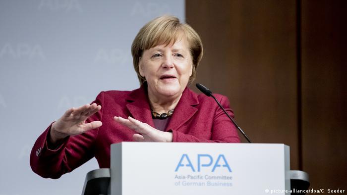 Deutschland Joe Kaeser wird neuer APA-Vorsitzender Rede Angela Merkel (picture-alliance/dpa/C. Soeder)
