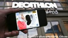 05.11.2018, Frankreich, Lille: ©PHOTOPQR/VOIX DU NORD - LILLE - Le: 26/02/2019 - :Decathlon a retire de la vente un Hijab suite a des polemisues. PHOTO: BAZIZ CHIBANE/LA VOIX DU NORD - Launch of sports hijab in France sparks new row over Muslim women's clothing French sports giant Decathlon has sparked a new row by launching a special hijab for female Muslim joggers, reigniting the debate over freedoms for Muslim women versus France's strict secular values. Foto: Baziz Chibane/MAXPPP/dpa |