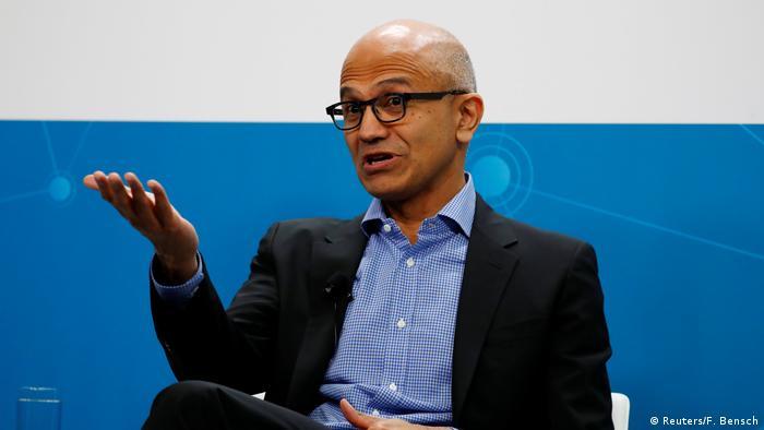 Berlin PK VW und Microsoft planen vernetzte Fahrzeugdienste (Reuters/F. Bensch)