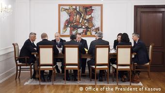 Präsident des Kosovo Hashim Thaci bei einem Treffen mit Beamten des Nationalen Sicherheitsrates der USA (Office of the President of Kosovo )