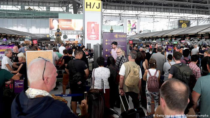 Thailand - Gestrandete Fluggäste am Internationalen Flughafen in Bangkok
