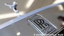 ARCHIV - 10.01.2019, Großbritannien, London: Das Logo eines Rolls-Royce. Rolls-Royce stellt am 28.02.2019 seine Jahreszahlen vor. Foto: Jonathan Brady/PA Wire/dpa +++ dpa-Bildfunk +++ |