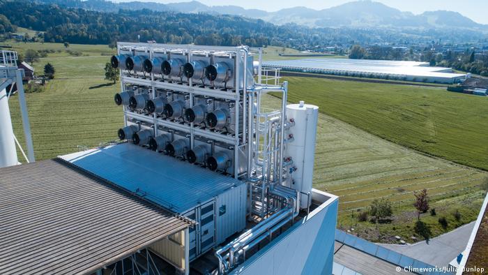 Tecnología con mucho potencial: filtrando CO2 del aire en Suiza.
