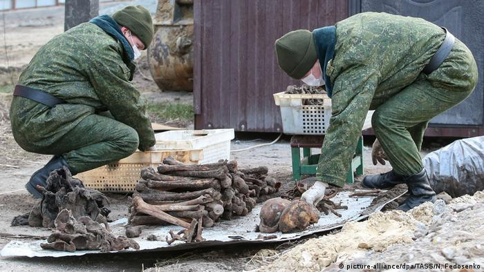 Soldiers unearthed the remains of 730 people - prisoners of the Brest Ghetto (picture-alliance/dpa/TASS/N. Fedosenko)