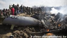(190228) -- Feb. 28, 2019 () -- People and Indian army troops gather near the wreckage of an Indian aircraft after it crashed at Garend Kalan Village of Budgam, about 34 kilometers south of Srinagar, summer capital of Indian-controlled Kashmir, Feb. 27, 2019. A pilot and a co-pilot of Indian Air Force (IAF) were killed after a Mi-17 jet crashed Wednesday in Indian-controlled Kashmir, Indian officials said. Meanwhile, Pakistan army said on Wednesday the Pakistan Air Force has shot down two Indian fighter jets inside Pakistani airspace and ground troops arrested one pilot of the destroyed jet, according to a military statement. (/Javed Dar) |