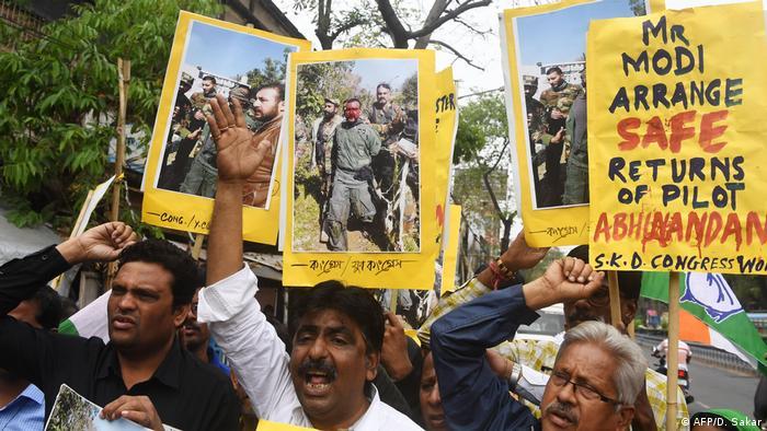 Indien Protest für Freilassung des Kampf-Piloten in Pakistan