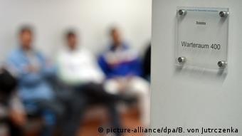 Deutschland Migration Beratung für Asylbewerber (picture-alliance/dpa/B. von Jutrczenka)