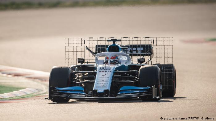 George Russell driving for Williams Racing (picture-alliance/AFP7/M. G. Aloma)