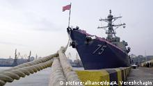 26.02.2019, Ukraine, Odessa: ODESSA, UKRAINE - FEBRUARY 26, 2019: The USS Donald Cook (DDG-75) Arleigh Burke-class guided missile destroyer is seen at the Odessa Sea Port. The vessel has arrived in the city of Odessa to perform operations in safety, as well as for increasing combat readiness and naval capacity, together with NATO allies in the area. Arkhip Vereshchagin/TASS Foto: Arkhip Vereshchagin/TASS/dpa |