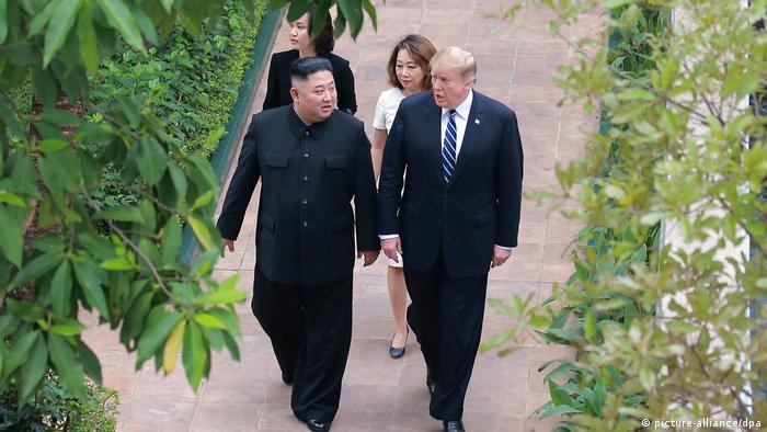 دونالد ترامپ و کیم جونگ اون در دومین دیدار خود در ویتنام، فوریه ۲۰۱۹